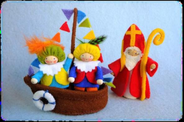 387 Sinterklaasbootje en pakketje twee pietjes en sinterklaas